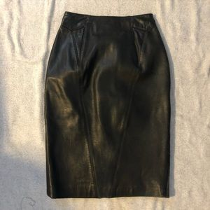 Black leather pencil skirt. Size 4